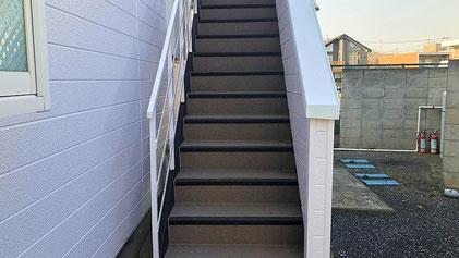 さいたま市北区の集合住宅、階段の長尺シート工事完了の写真