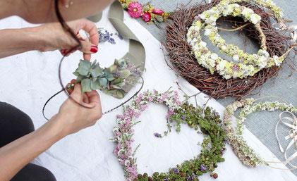 workshop herbstdeko,diy herbstdeko,haarkranz oktoberfest,haarkranz selber machen aus trockenblumen