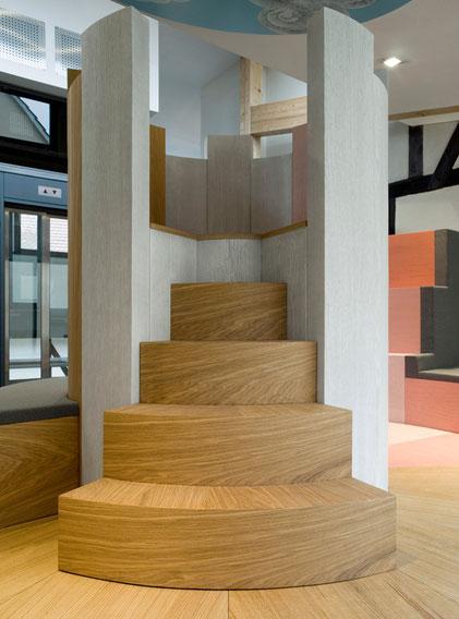 Die Spielburg im Museum 642 Pößneck ist nicht nur eine Sitzgelegenheit, sondern auch ein Aufenthaltspunkt mit Unterhaltungswert, der Anreize für museumspädagogische Programme schafft.