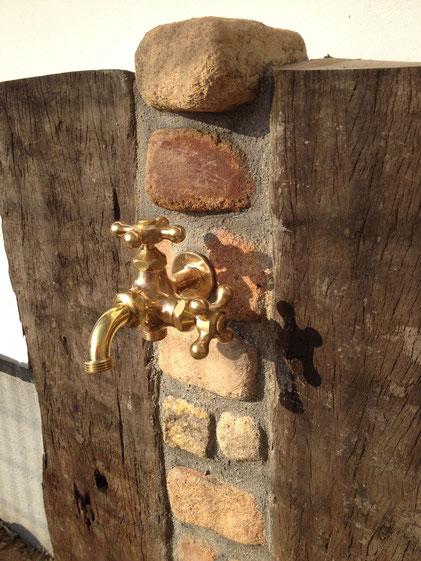 立水栓の取り換え おしゃれな立水栓 枕木 レンガ 広島の外構