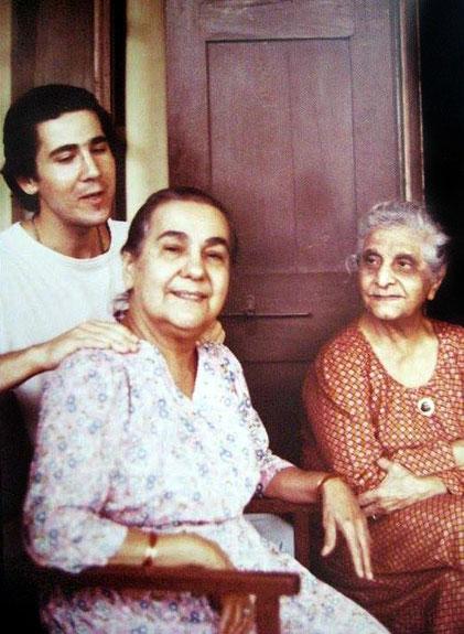 Naja and Gaimai with Glenn Magrini massaging Naja. Photo taken by Jeffrey Shev, 1978