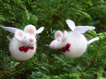 Weihnachtsmaus, Weihnachtskugel, Maus mit Flügeln, filz, gefilzt,