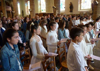 Une église remplie, respectueuse et priante, a accueilli la procession d'entrée,