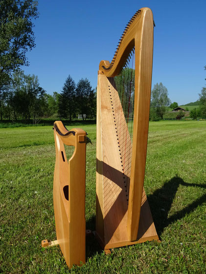 comparison: small harp, normal sized harp