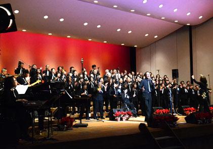 クリスマスコンサートの合唱風景