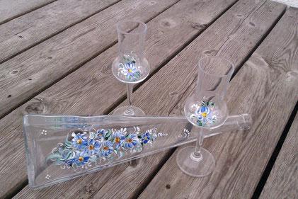 ..Flasche mit 6 Gläsern einmal mit Bauernmalerei €52,-