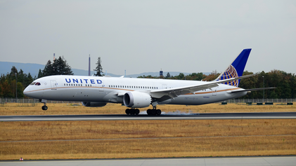 Touchdown for a United Dreamliner at FRA