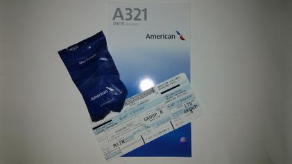 """Meine Bordkarte, eine A321 """"Safety Card"""" und Salzbretzeln"""