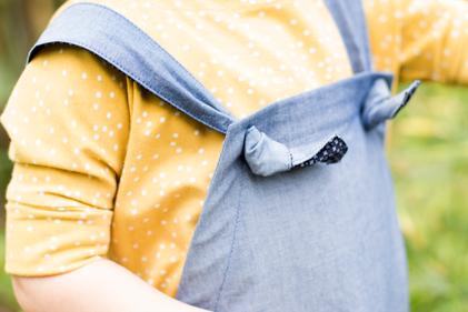 Kinderltzhose aus Bio Chambray mit verstellbaren Trägern