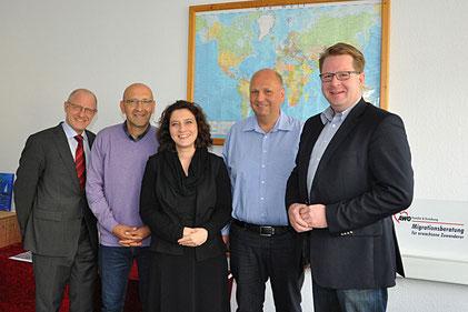 Carsten Müller (rechts, Mitglied des Bundestages), Martin Stützer, Dr. Carola Reimann (Mitte. Niedersächsische Sozialministerin), Mauricio Lopez ( Caritasverband Braunschweig) und Detlef Kuhr (links, Bundesamt für Migration und Flüchtlinge)