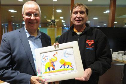 Karl-heinz steinmann (links) mit Manfred Wille und einem farbenfrohen Bild