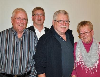 Hinweis: Bild 1: Zu sehen sind von links nach rechts die neuen SoVD Kreisvorstandsmitglieder Hans Jochen Franzenburg, Jörg Wischermann und Dr. Karlheinz Eckert mit der Kreisverbandsvorsitzenden Irmtraud Sarau.