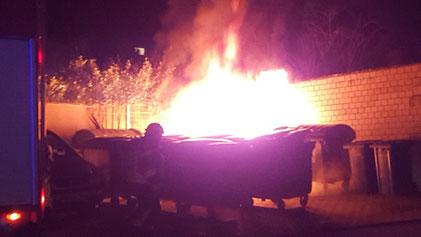 Brennender Müllcontainer. Foto: Polizei