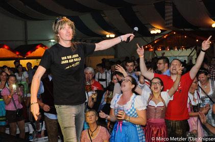 Und die feierwütigen Gäste durften auch mitsingen bei Mickie Krauses Partyhits.