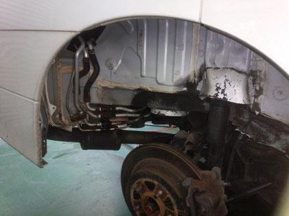 E52 エルグランド エアコン ガス漏れ 修理
