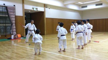 琥太じじ(樋山先生)が体を使った遊び運動をしてくれました。終始ニコニコしてる先生です。