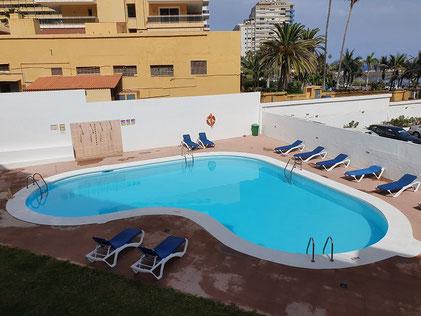 Blick vom Balkon in die Landschaft und hinter dem Bild ist ein Link zur umfangreichen Beschreibung der Langzeitwohnung.