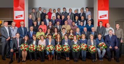 65 Jubilare blicken auf 25, 30, 35, 40, 45 Jahre und 50 Jahre Betriebszugehörigkeit bei DEHN