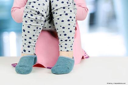 Eine gelungene und an das Kind angepasste Sauberkeitsentwicklung stärkt das Kind auf dem Weg zur Selbstständigkeit