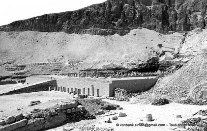 Egypte - Thèbes - Deir el-Bahari : Complexe funéraire de Montouhotep II