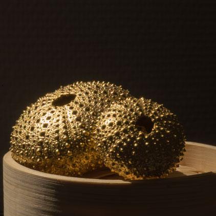 Création d'objets dorés à la feuille, contemporains. Pour une décoration moderne, tendance, chic..