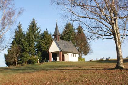 Wanderbeginn an der Maria-Hilf-Kapelle in Waldbronn-Busenbach am Talblick (G. Franke)