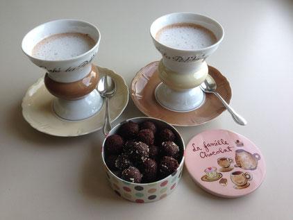 Bicerin, Vegan (Kakao und Malzkaffe oder Espresso-Kaffee, Hafer Drink geschäumt) ohne Zucker