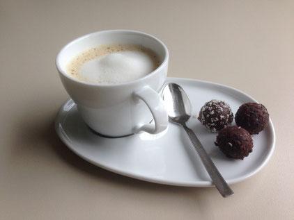 Cappuccino (Kakao oder Malzkaffee, Hafer Drink geschäumt) ungezuckert
