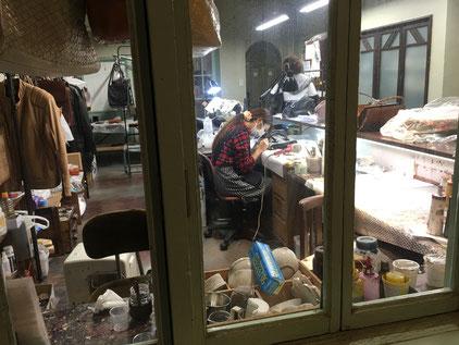 豊岡の鞄ストリートにある鞄修理店!良いな〜。