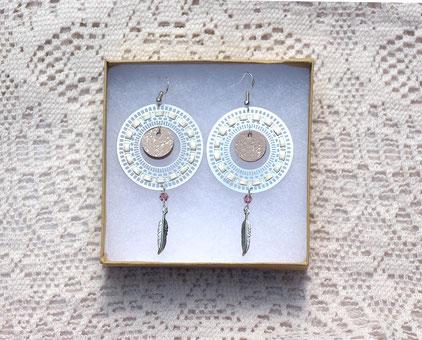 créations bijoux- créateur bijoux- bijoux fait main-bijoux cuir- créateur bijoux cuir- création bijoux- -sarayana-handmade jewelry-leather jewelry-bijoux de créateur- boucles d'oreille cuir- boucles d'oreille plume-