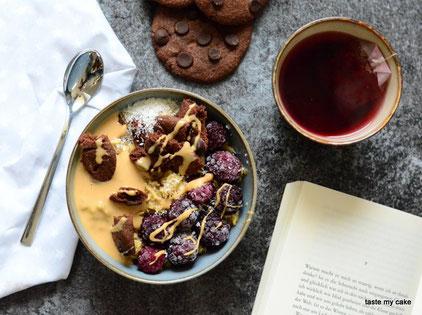 glutenfreies und veganes Müsli mit glutenfreien und veganen Cookies