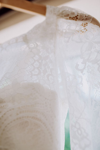 Spitzendetails des Brautkleids