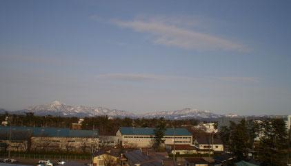 今日の屋上から。この景色の向こうには、東北地方がつながっています。