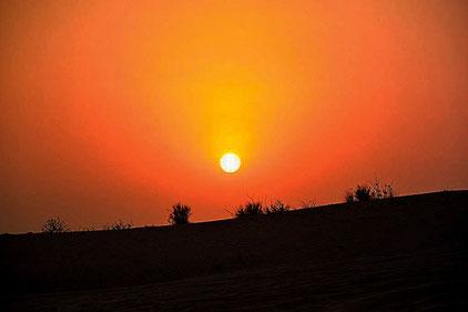 Es wird Nacht in der Wüste  Dubai. (Foto: Daniel Schlenk)
