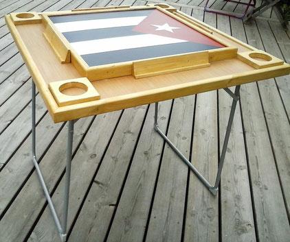 Pour le rituel domino cubain: la table de jeu (légère et pliable).