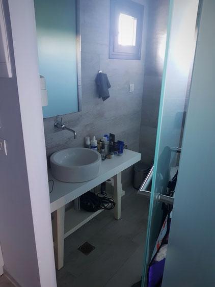 Duschbad mit Milchglastür