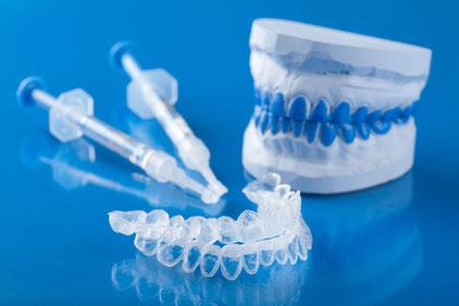 Bleaching-Set vom Zahnarzt für die Zahnaufhellung zu Hause. Anleitung von Ihrem Zahnarzt in Augsburg.
