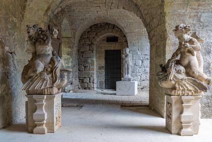 Blick in den ersten Turm auf die Statueten : Goethe-Schiller, Weber, Lessing von E. Rietschel