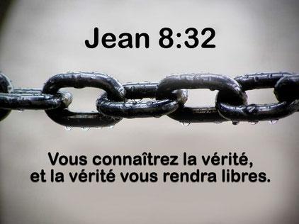"""Jésus avait dit que la liberté nous libèrerait.  La Vérité nous libère des fausses croyances, de l'asservissement mental et spirituel, de la peur. La Vérité nous rend libres. Jéhovah est un Dieu de Vérité. Ne me laisse jamais trahir la vérité !"""""""