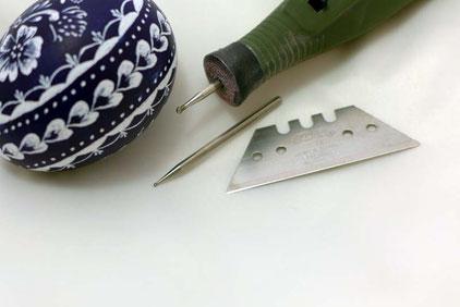Werkzeuge zur Gestaltung von Ostereiern in der Kratztechnik