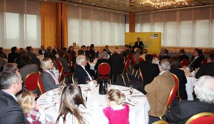 Auch viele externe Gäste schenken den Freiheitsbotschaften der FDP in Bredeney ihre Aufmerksamkeit.