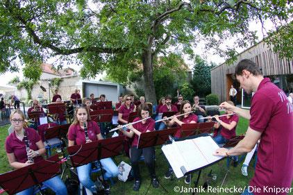 Musikalisch begleitet wurde das Ganze vom Mettenheimer Musikverein.
