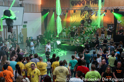 Die Halle war voll und Zuhörer waren zugleich auch Zuschauer.
