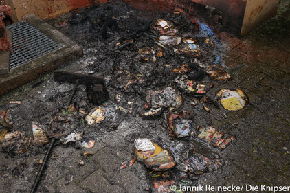 In Alsheim gerieten in der Silvesternacht zwei Mülltonnen in Brand.