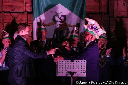 Im weißen Roß fand die Schlüsselübergabe von Bürgermeister Goller an den CCO statt.