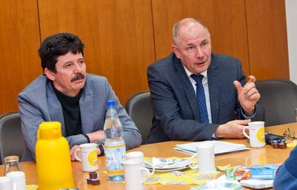 Adolf Kessel (rechts) bei der Pressekonferenz zu seiner OB-Kandidatur. CDU-Fraktionssprecher Klaus Karlin (links): Adolf Kessel wird das Amt des OB ganz anders führen. Foto: CDU