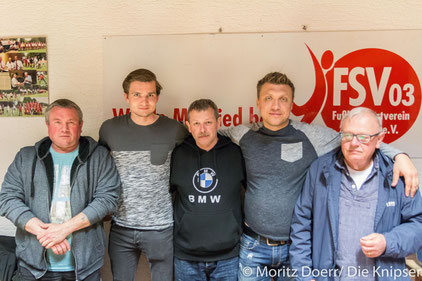 Die neugewählten Vorstandsmitglieder mit Sebastian Klehr und Thomas Gundert.