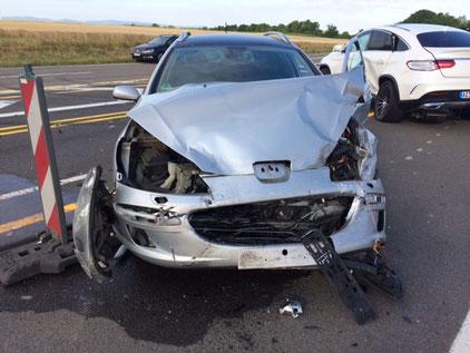 Bei dem Unfall wurden 3 Personen verletzt. Dem Unfallverursacher passierte allerdings nichts. Foto: Polizei
