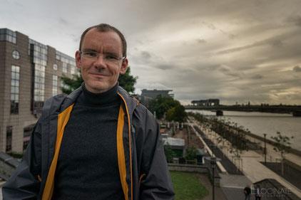 Professor Steffen Wendzel begibt sich auf die Spurensuche digitaler Geheimnisträger. Foto: Elocinate Photograph