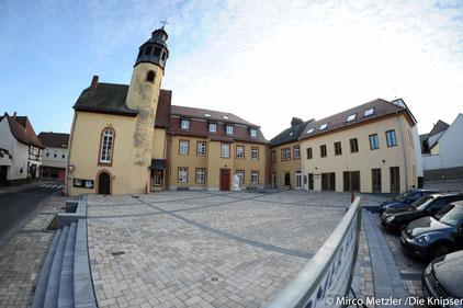 Das Bürgerhaus das früher 1902 als Bismarckschule galt, beherbergt heute Vereine, wie den Schachverein, die AWO oder wird für eine geringe Miete für privat Veranstaltungen genutzt.